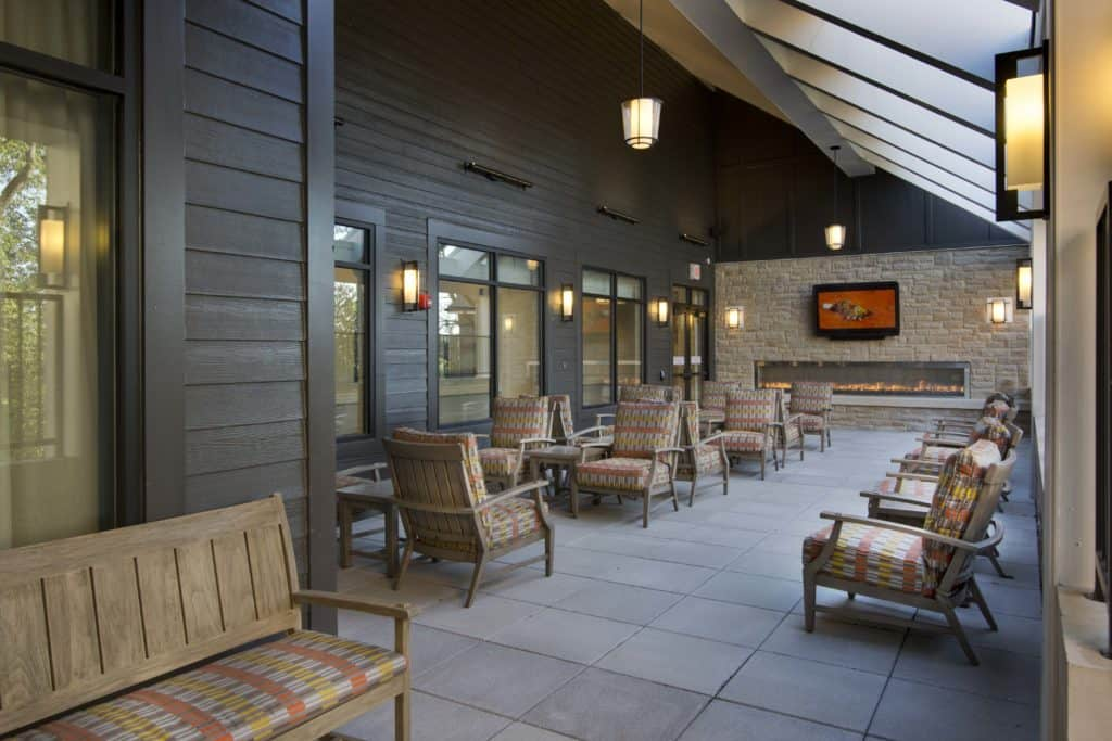 THV Outdoor Patio &Fireplace